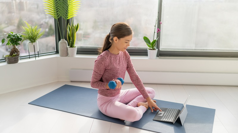 Lady activewear working home