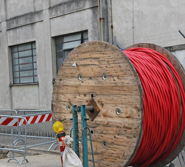 Yarns for telecom cables