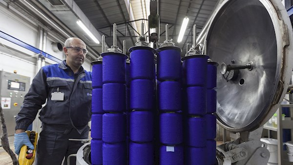 Reducing water use in traditional dyeing machines
