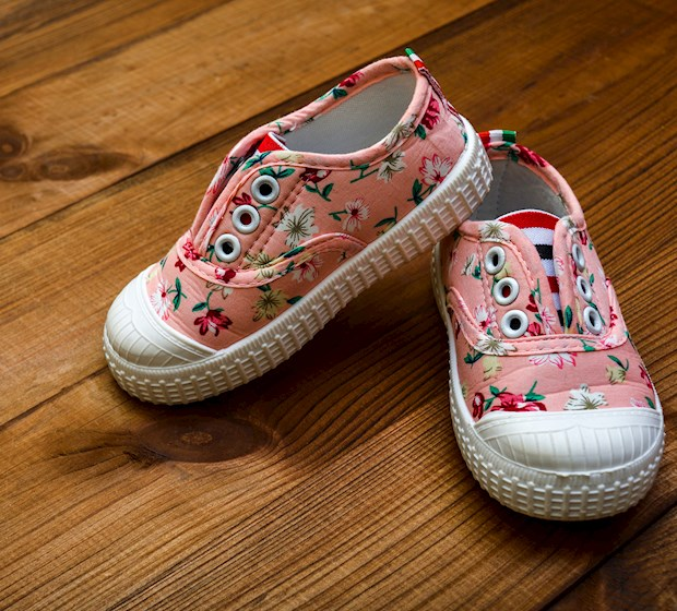 Embroidered shoes child girl